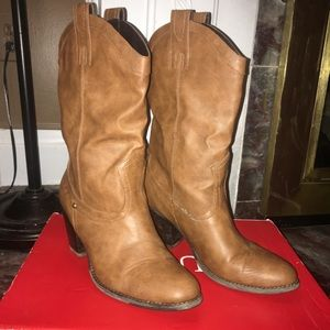 Camel Guess Leather Cowboy Boots
